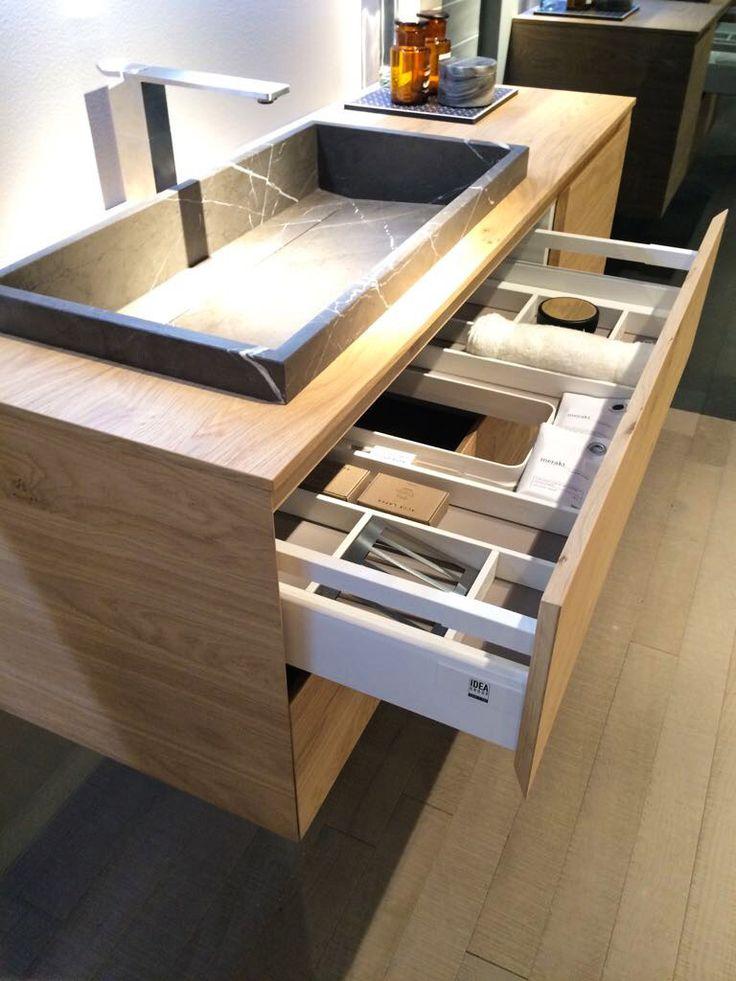 L'arredamento di tendenza nel 2017 rende protagonista il legno, inserito in mobili bagno e living in stile moderno o tradizionale.