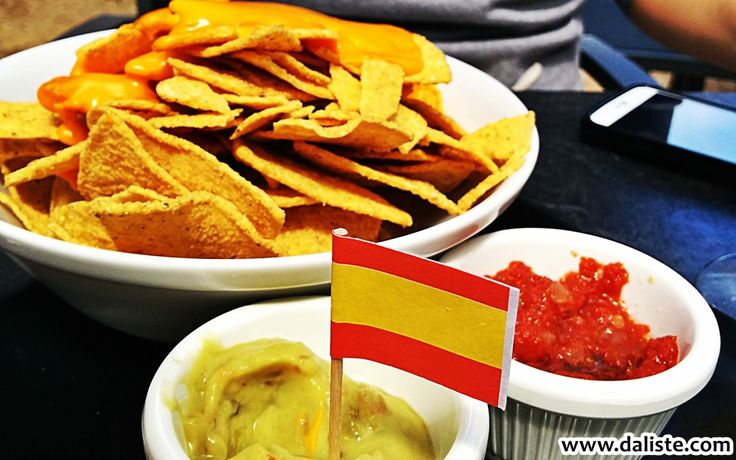 Tastes of Madrid @ daliste.com #daliste #madrid #food #tastesofmadrid #spain #espana #nachos #salsa