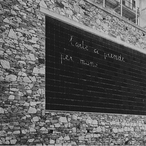 L'arte ci prende per mano #marialai #ulassai #lavagna #arte #interventoambientale #landart #photograpy #streetphotography #picoftheday #artwork #sardegna #sardinia #wall #scuola #elementare #imparare #leggere #corsivo #scrittura #fotodelgiorno #visitsardinia #igersogliastra #igersardegna #igerspic #repost @erik.weiss.bln by marialaiofficial   #Supramonte's - #Sardinia #Sardegna