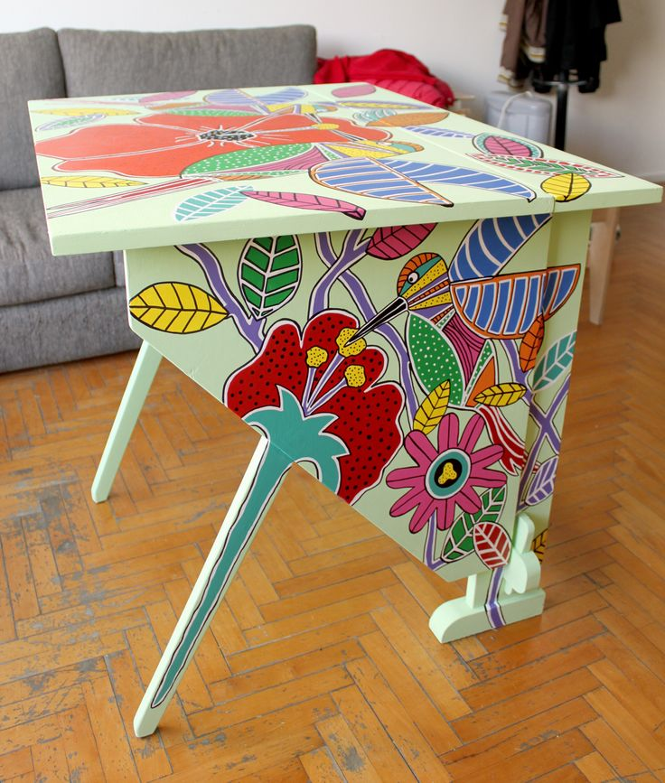 escritorio antiguo pintado a mano por macetiñas Patricia Martinez