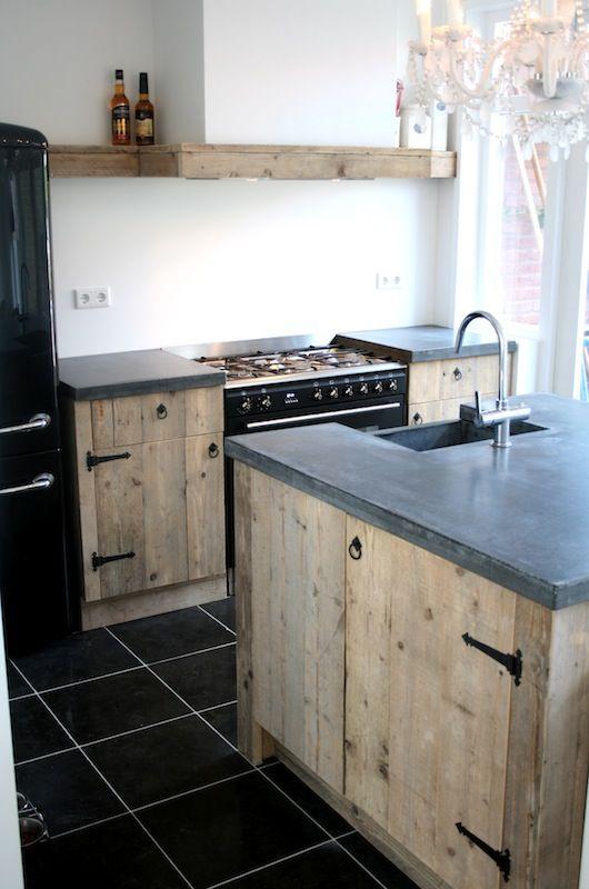 Keuken van steigerhout, geheel naar wens van de klant.