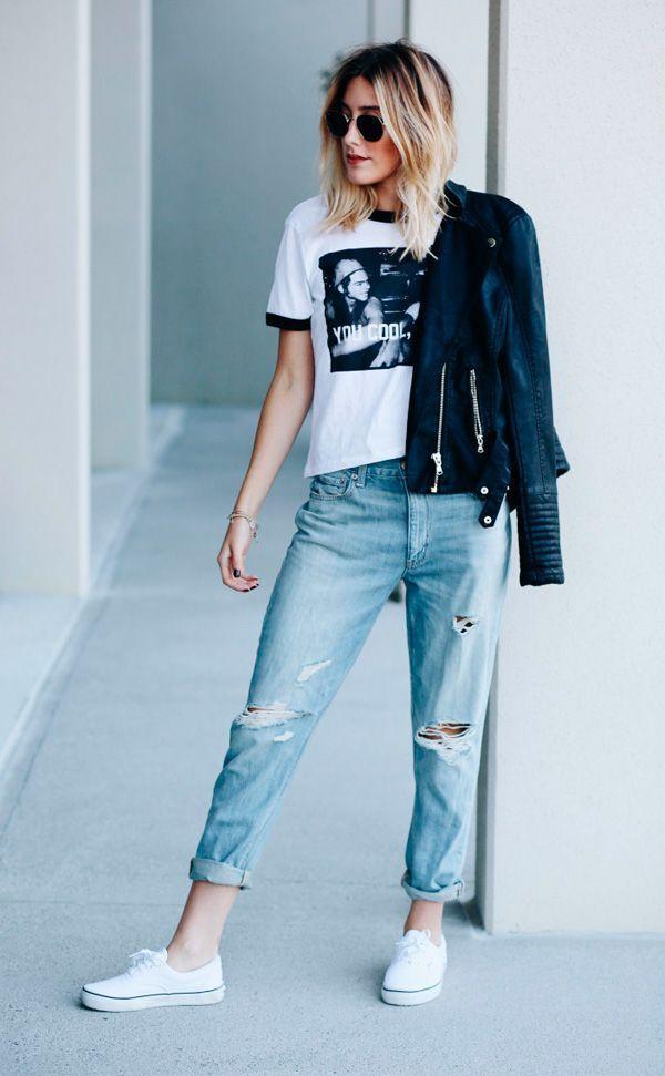 Caitlyn Warakomski de boyfriend jeans e tenis