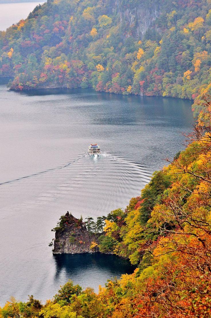 Used to love going to this place!! Lake Towada, Akita, Japan   Kenichi Shiratori 十和田湖