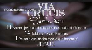 Pintan las 14 estaciones del Via Crucis en tablas de skate board