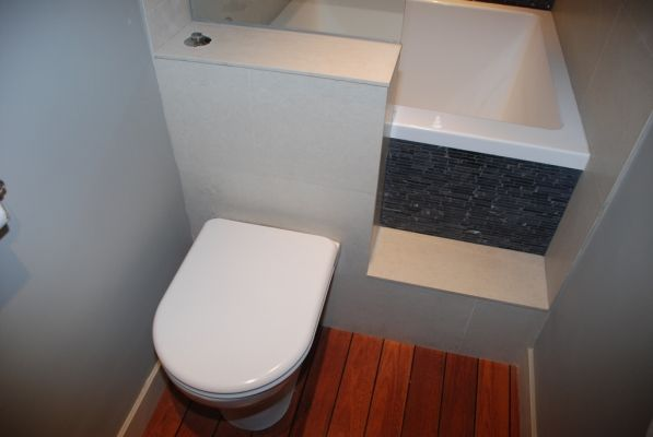 Brilliant use of space! It wouldn't work for me though as I want to access underneath for composting toilet leading to outside... Living in a shoebox