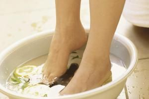 Causes of Aching Feet and 5 Tips to Soothe Them