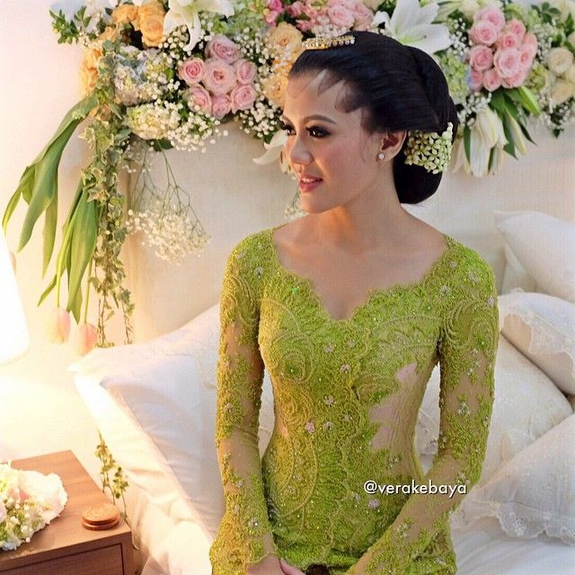 Dhani ... #midodareni . . . Make up : @marlenehariman  Paes : Ibu Tinuk Rifki @dewimeitasari  Kebaya : @verakebaya . . .