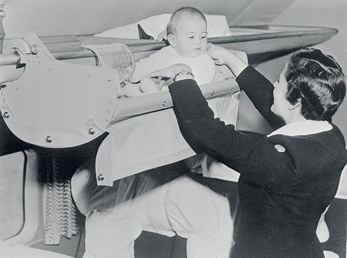 Πώς ταξίδευαν τα μωρά στο αεροπλάνο το 1950;