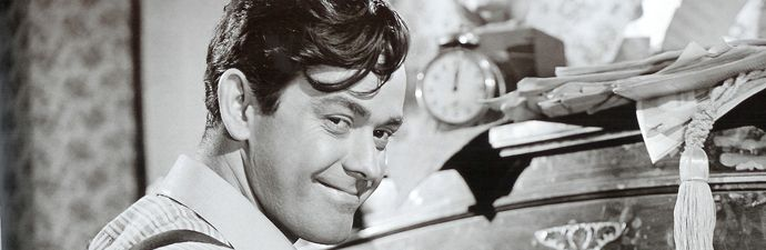 """Falecido em 7 de novembro deste ano, o ator, roteirista e cineasta Anselmo Duarte nasceu na cidade de Salto, em São Paulo, em 21 de abril de 1920 e esteve profundamente ligado à sétima arte desde os dez anos de idade, quando trabalhava na sala de cinema de sua cidade. __________________ Veja também Vídeo sobre...<br /><a class=""""more-link"""" href=""""https://catracalivre.com.br/geral/agenda/barato/homenagem-a-anselmo-duarte/"""">Continue lendo »</a>"""