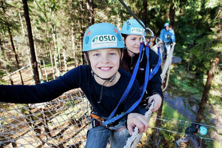 Barn i klatreløype i Oslo Sommerpark