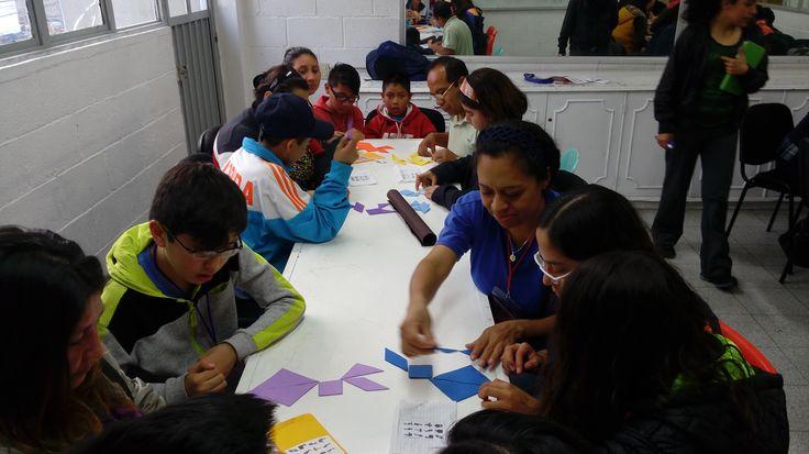 Trabajo en equipo con papás y niños talento, taller de Ciencias con la Maestra Rosalba.