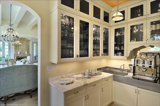 Bulter's pantry: Bulter Pantries, Corner Sinks, Black Interiors, Decoration Spaces, Cabinets Color, Marbles Countertops, Kitchens Butler Pantries, Interiors Cabinets, Ivory Kitchens Cabinets