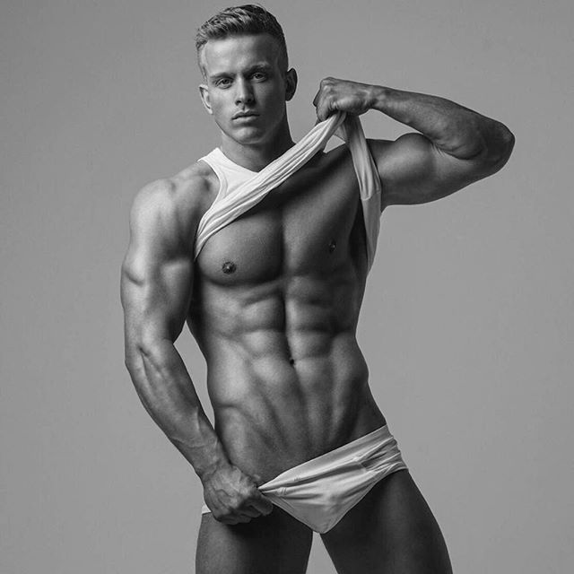 Tuesday... just another day to make some gains 📸 by the bestofthebest @gillescrofta 💙 #photooftheday #photoshoot #bnw