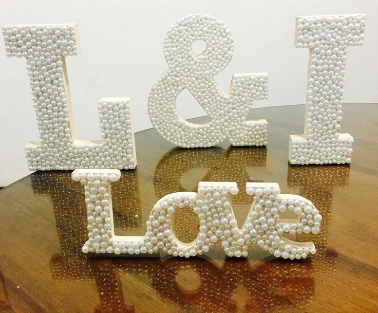 Letras de madera decoradas con perlitas