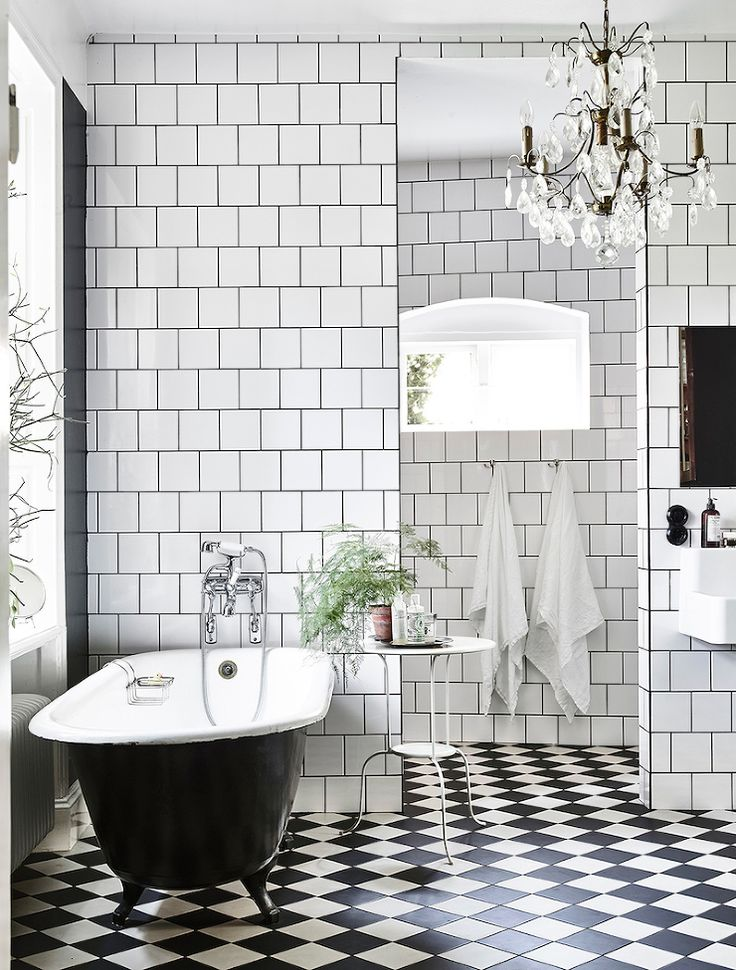 FleaingFrance.....checkerboard floor - bathtub | photo andrea papini - ♠️ / Ritual Bath <3