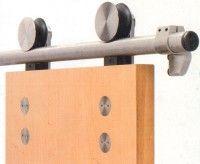 Inox épületvasalatok: inox kilincsek, ajtópántok, zsanérok, ajtóhúzók. Inox zárak, tolóajtó vasalatok, fülke építő elemek, bútorfogantyúk. Design és ovális címkés inox kilincsgarnitúrák, ajtócsukók felső szereléssel vagy pablóba süllyesztve.