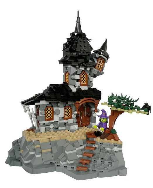 Cute cottage for an ugly witch http://www.brothers-brick.com/2016/05/08/cute-cottage-for-an-ugly-witch/