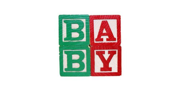 Cómo combinar 2 nombres para crear un nombre de bebé. Darle un nombre a un niño es una parte importante del embarazo. El nombre que elijas representa tu personalidad y puede contener mucho significado relacionado con ese momento de tu vida. El nombre de un bebé también afectará a tu niño, así que elige sabiamente. Si no puedes encontrar un nombre que te guste, crea uno tú mismo. Esta es una gran ...