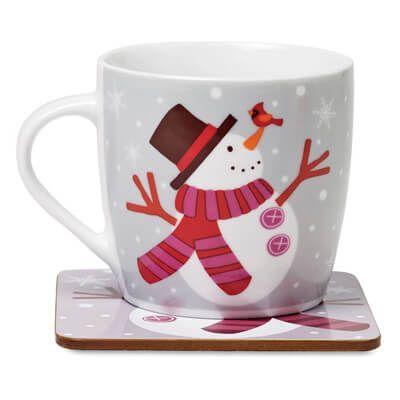 Cana ceramica decorata cu om de zapada. #Cana #ceramica de 300 ml, decorata cu model om de #zapada si suport de masa asortat. Dimensiuni: Ø8,5 x 8 cm. Cana si suportul vin ambalate in cutie eleganta de cadouri, iar prin #personalizare produsul devine un cadou #promotional excelent pentru angajati sau colaboratori in campaniile de #marketing organizate in aceasta perioada.