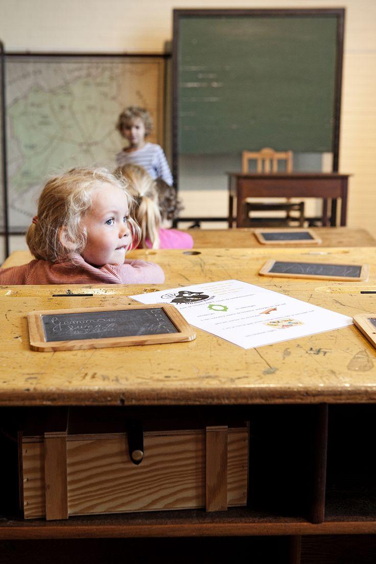 Kinderen aan de slag met Vlaamse Meesters? Conservator Trui Galle geeft onze jonge Dingenzoekers een korte rondleiding door het museum van Deinze en de Leiestreek. In haar kunstminnende hart heeft ze ook een plekje voor kinderen gereserveerd, en daar nestelen wij ons graag.