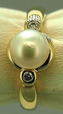 Jewellery-Pearl-Vintage 9ct yellow gold set with a cultured pearl and 2 diamonds