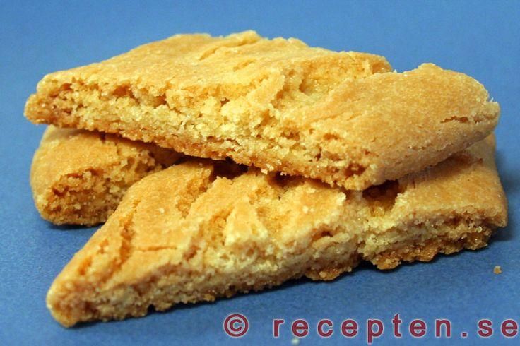 Sirapskakor / Kolakakor - Ett recept på klassiska sirapskakor även kallade kolakakor. Enkla och goda kakor som du bakar snabbt och rationellt!