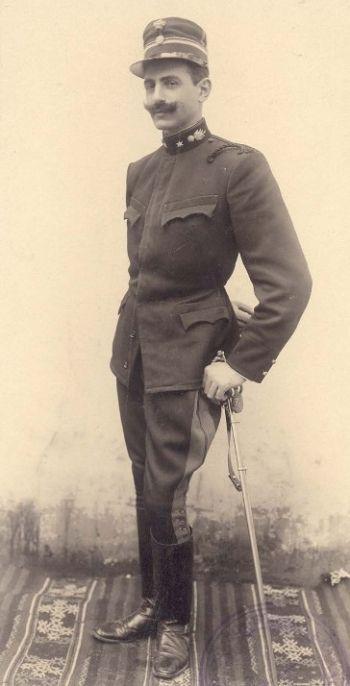 Ο Παύλος Μελάς με τη στολή ανθυπολοχαγού του πυροβολικού Φωτ.Boehringer