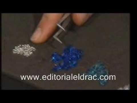 Para crear y diseñar tus propias joyas. El libro contiene las técnicas básicas necesarias para realizar piezas de bisutería con cuentas de cristal, desde la ...