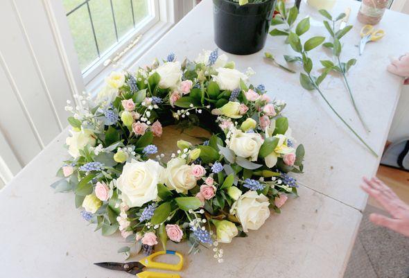 Re-usable Easter wreath. Leaff Design, Blog: Creative Living http://leaffdesign.blogspot.co.uk/2016/04/wreath-making-with-fresh-florals.html... #wreath #summer #DIY