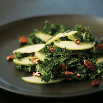 Salade de chou frisé, pomme verte et pacanes - Châtelaine