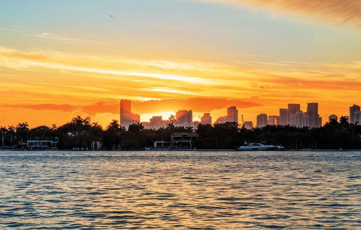 Og solen går sin gang. Et av de beste stedene å se seg solnedgangen bak Downtowns skyskrapere, er fra terrassen til hotellet The Mondrian. – Jeg pleide å gå ut på balkongen min hver kveld for å få den med meg, sier Reinert «Ray Kay» Olsen, som bodde på hotellet i to år.