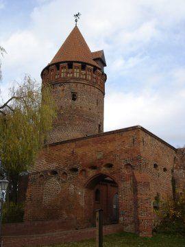 Die Reichsburg Tangermünde, Burgtor mit Gefängnisturm