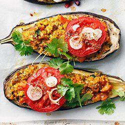 Bakłażany faszerowane kaszą jaglaną i pomidorami | Kwestia Smaku