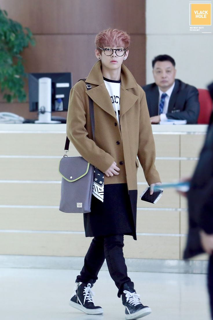 Bangtan Boys Bts V Kim Taehyun Airport Fashion Style Kfashion Kpop K Airport Fashion