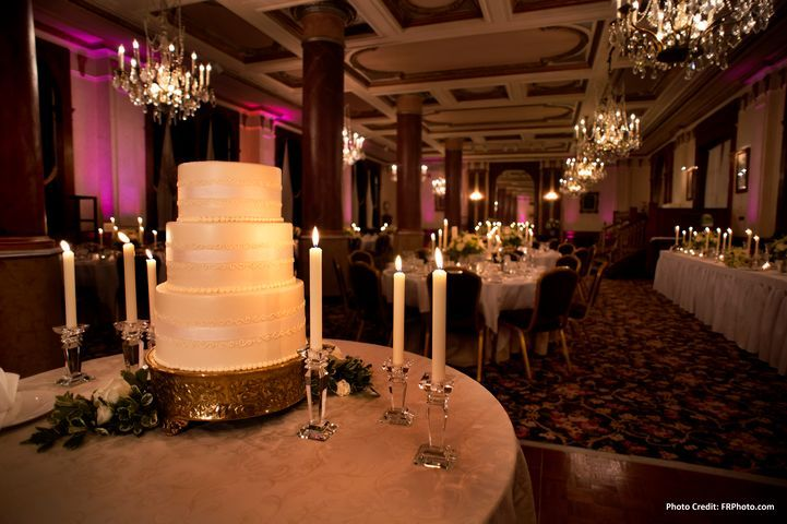 A beautifully elegant reception at The Pfister Hotel. Downtown Milwaukee weddings.