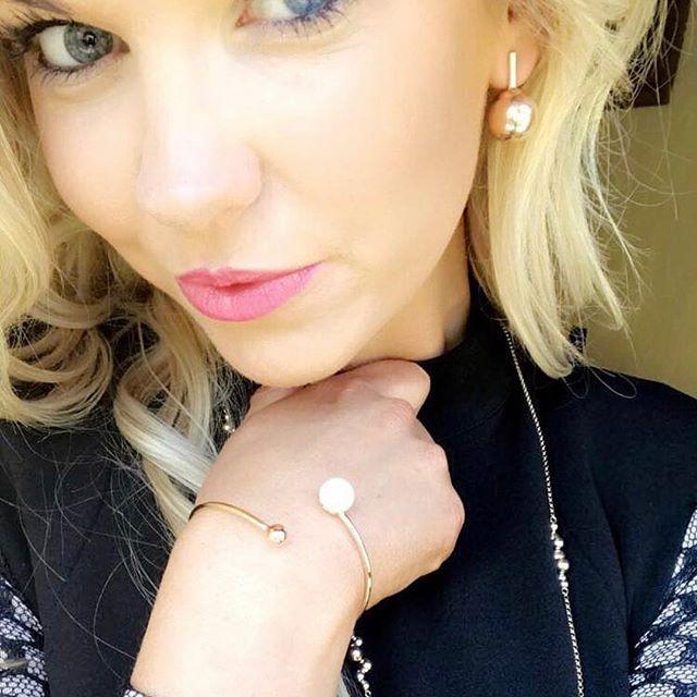 Giddyup!🍾 our gorgeous new Italian Diva collection is instore now! Thankyou @leah_loves_leskes_jewellers for wearing it so beautifully 💋 #portfairypics #portfairyjeweller #leskesdiamondssparklemore #rosegold #destinationwarrnambool #portfairyfashion #jewellerygoals  #Regram via @loveleskesjewellers