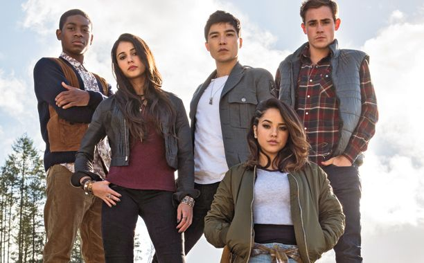 Power Rangers: svelati i costumi dei protagonisti