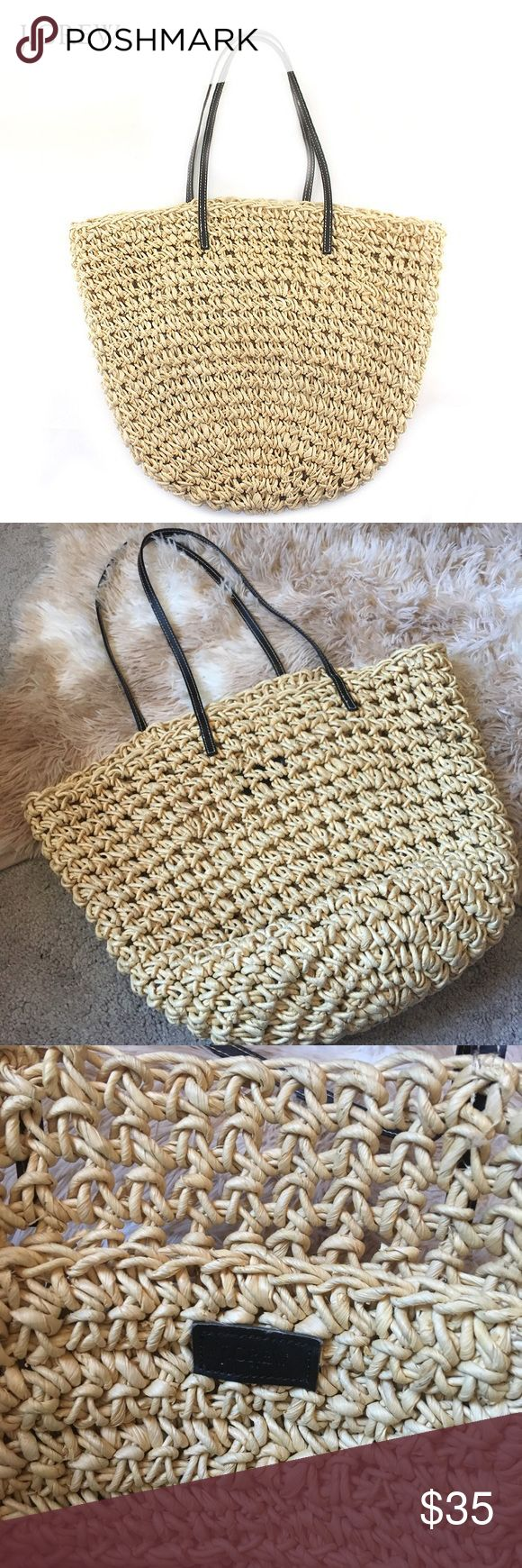 Adorable j crew straw tote!! J.crew tote with interior pocket- super cute! J. Crew Bags Totes