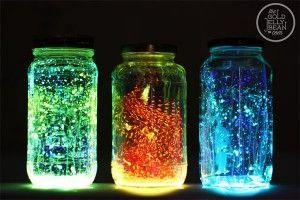frascos brillantes en la oscuridad