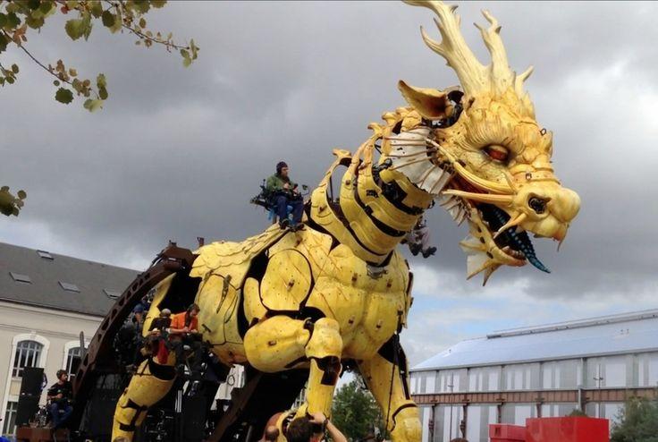 Giant dragon puppet , Nantes