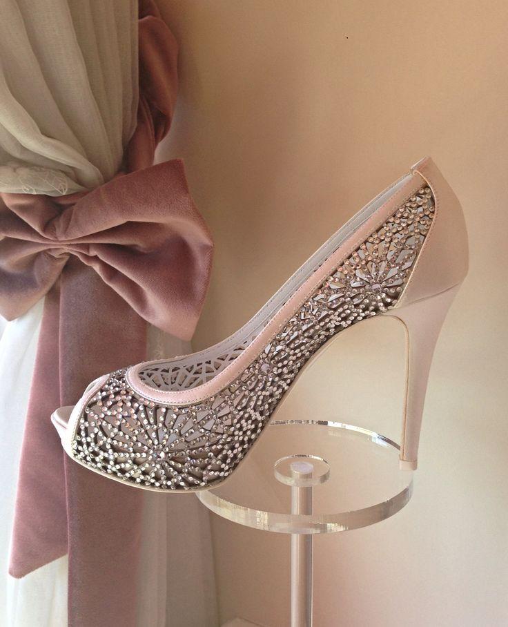 """Markalarımızdan Franceso Italy ayakkabıları, ayakkabı sektöründe """"İtalyan sembolü"""" haline gelen yüksek kalite ürünler üretmeye ve ürünlerini ulusal-uluslararası birçok gözde mağazada sunmaya devam ediyor."""