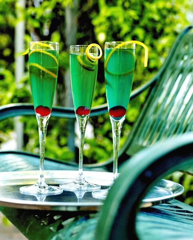 Cocktail royal mint pour 1 personne - Recettes Elle à TableIngrédients      2 cl de liqueur de menthe verte 3 cl de vodka      champagne rosé
