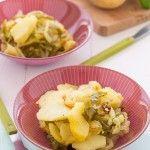 Vamos a cocinar un plato típico de la gastronomía española: un sencillo y a la vez delicioso plato de patatas a lo pobre. Las patatas a lo pobre se pueden acompañar de chorizo, longaniza, huevo