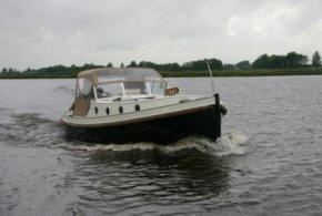 "Houseboat ""Giessensloep 850"" for 2 persons, cruising the small canals in the Frisian Lake District in Holland"