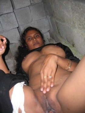 hot naked curvy bush