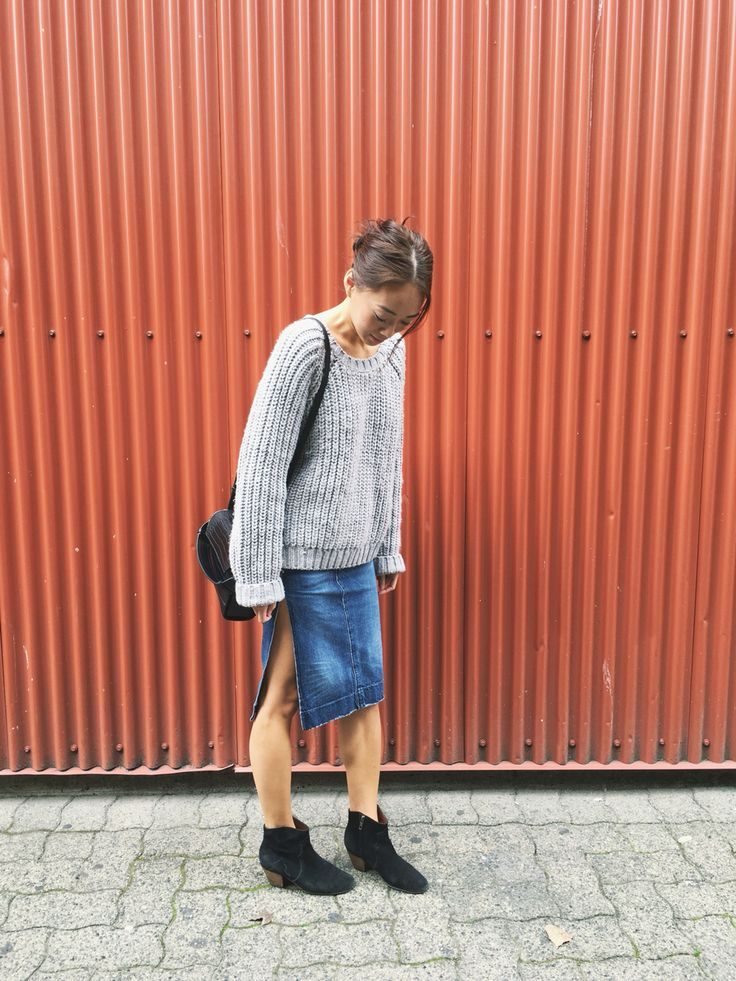 My style: H&M chunky knit sweater, Zara mock croc bag, vintage Levis denim skirt, Isabel Marant dicker boots #isabelmarant #hm #zara #levis #topshop #dailylook #dailyoutfit #fashion #fashiondiaries #lookbook #mystyle #ootd #outfit #ootdwatch #style #stylegram #styleinspo #streetlook #streetstyle #streetfashion #wiwt #whatiwore