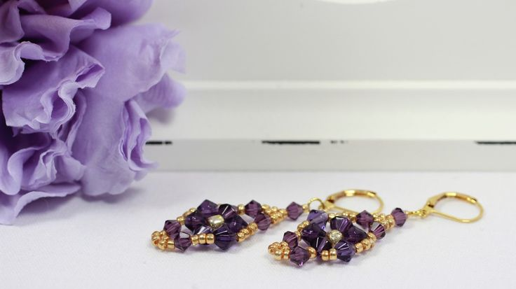 Beautifull earrings with purple bicones and gold sead beads.