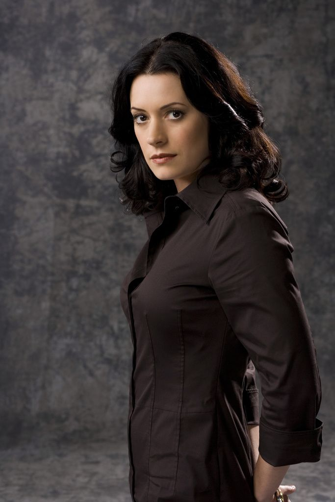 Paget Brewster - She looks so natural and pretty...