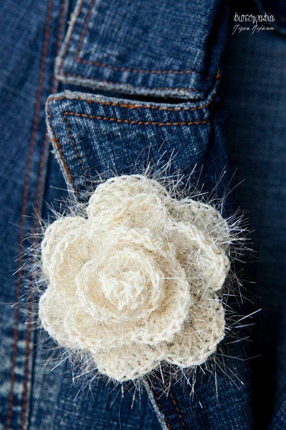 Mousseux fleur crochet crème rose broche / brooch                                                                                                                                                                                 Plus
