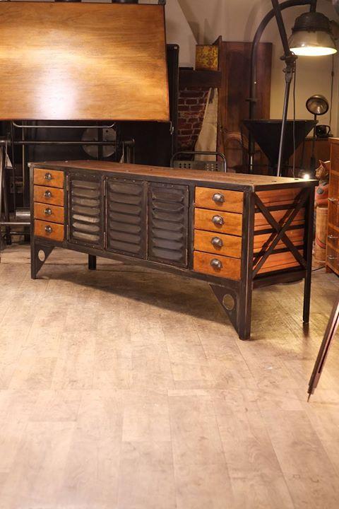 Meuble industriel realis avec de vieux tiroirs et vieux for Meuble facon industriel